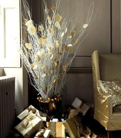 gold-white-christmas-table-centerpieces-modern-decorating-ideas