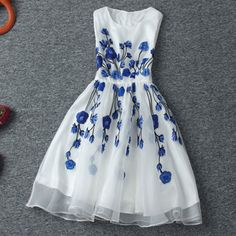 [grxjy560958]Vintage Contrast Color Blue Floral Embroidered Sleeveless White Dress