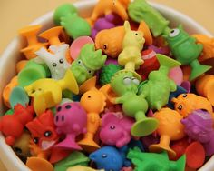 100pcs/lot good Cupule kids Cartoon Animal Action Figures toys Sucker kids Mini Suction Cup Collector Capsule model