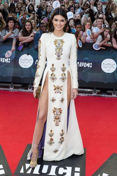 Kendall Jenner double thigh-high slit red carpet gown at MuchMusic Awards Gold crystals & beads embellished white long sleeve floor length A-line celebrity gown. Kendall Jenner White Dress, Kardashian, Celebrity Gowns, Celebrity Style, Crystal Dress, Red Carpet Gowns, Fashion Articles, White Long Sleeve, Dress For You