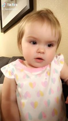 Cute Funny Baby Videos, Cute Funny Babies, Funny Videos For Kids, Super Funny Videos, Funny Short Videos, Funny Video Memes, Really Funny Memes, Cute Kids, Best Funny Videos