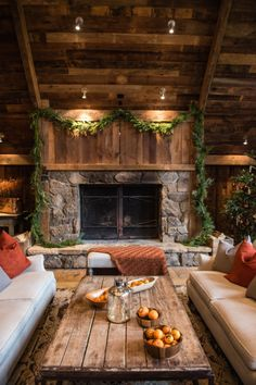 Winter lodge wedding: http://www.stylemepretty.com/2015/02/09/rustic-winter-farm-wedding-of-chris-thile-claire-coffee/ | Photography: Viera - http://www.vieraphotographics.com/