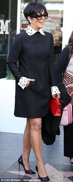 Kris Jenner waves her wedding ring free hand to the crowds Cabelo Kris Jenner, Kris Jenner Hair, Kris Jenner Style, African Wear, African Dress, Looks Chic, African Fashion Dresses, Beautiful Dresses, Ideias Fashion