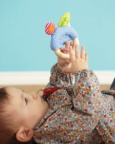 Easy-to-grasp baby toys: 9 toys that your baby will love to hold!