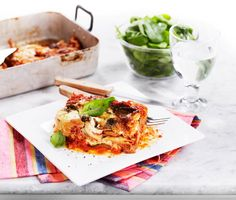 Hemligheten bakom denna goda och vegetariska lasagne heter mozzarella. Med fräst vitlök, tunt skivad zucchini och champinjoner blir detta snabbt en smakrik favorit.