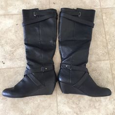 Black boots Black with straps & inside zip with little wear. Fits more like a