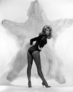A Thriller a Day.: The Lovely Ladies of Thriller: Part Three - Elizabeth Montgomery Agnes Moorehead, Vintage Hollywood, Hollywood Glamour, Hollywood Stars, Classic Hollywood, Mary Elizabeth, Bewitched Elizabeth Montgomery, Ann Margret, Actrices Hollywood
