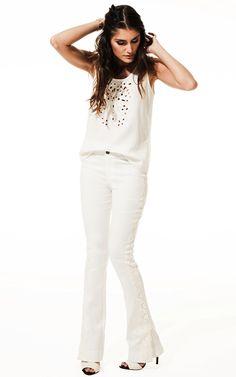 Lookbook Raizz Primavera-Verão 14 - Regata off-white bordada com recortes. Calça flare de jacquard, com aplicação  de guipir na lateral