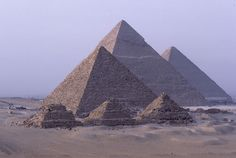 The pyramides of Gizeh