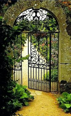 French Gate into my garden. This is so beautiful it reminds me of the Secret Gar… French Gate into my garden. This is so beautiful it reminds me of the Secret Garden.