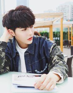 . Cute Asian Guys, Cute Korean Boys, Asian Boys, Asian Men, Cute Guys, Korean Boys Ulzzang, Ulzzang Boy, Korean Men, Male Face Shapes