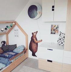 This midnight blue Sweet Dreams wall lamp feels right at home in this bedroom . Picture by @muetzenbande #hartendief #hartendieftips #sweetdreamslamp #moonlamp #kidslamp #kidsroomdecor #nightlight #magicalpeople #barnerominspo #kinderzimmeridee #midnightblue #kinderkamerdecoratie