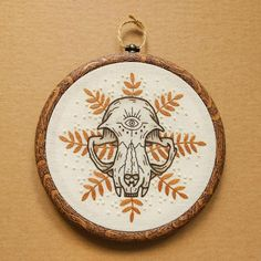 PDF pattern - Tropical Cat Skull with Eye detail Hand Embroidery Pattern (PDF modern hand embroidery pattern) Hand Embroidery Stitches, Embroidery Hoop Art, Hand Embroidery Designs, Cross Stitch Embroidery, Modern Embroidery, Crewel Embroidery, Embroidery Fashion, Embroidery Ideas, Diy Broderie