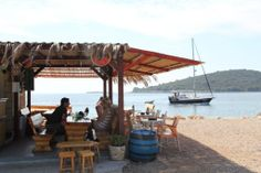 Beach bar Punta (Maslinica)