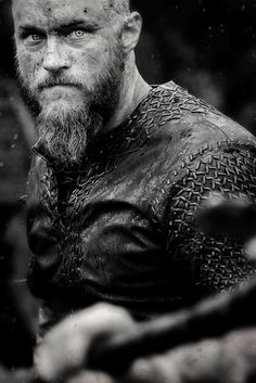 Ragnar Lothbrok uneasy in Vikings, Season 3
