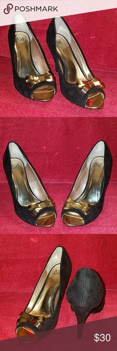 Heart in D high heel pumps, suede w/gold bows Heart in D high heel pumps, black suede w/ gold bows & toe. Gorgeous for that holiday season dress. Used condition. Size 10. heart in d Shoes Heels