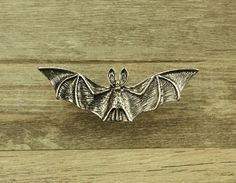 Silver Bat drawer knobs / Bat cabinet / Gothic Home Decor / Animal Shaped drawer knobs / Furniture Gothic Interior, Gothic Home Decor, Gothic Wedding Rings, Modern Gothic, Movie Decor, Skull Candle, Goth Home, Ceramic Coasters, Gothic House