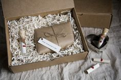 one piece kraft box with shredded paper