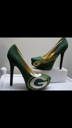 I might actually wear heels if I had these! Packers heels!!!! @Tiffany Tiller Joey would DIE if these were your wedding shoes LOL
