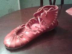 carbatina roja Shoemaking, Cleats, Sneakers, Shoes, Fashion, Red, Leather, Football Boots, Tennis