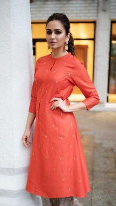 date party outfit Salwar Designs, Kurta Designs Women, Kurti Designs Party Wear, Blouse Designs, Chudidhar Designs, Dress Indian Style, Indian Dresses, Indian Skirt, Indian Wear