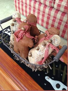 Primitive Christmas Crafts, Gingerbread Christmas Decor, Gingerbread Decorations, Primitive Snowmen, Handmade Christmas Decorations, Prim Christmas, Christmas Ornaments To Make, Snowman Crafts, Xmas Crafts