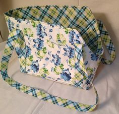 Large Blue and Green Floral Dog Carrier Purse Dog Carrier Purse, Dog Purse, Collar Clips, Dog Clothes Patterns, Baby Shop, Pet Shop, Baby Puppies, Dog Harness, Pet Clothes
