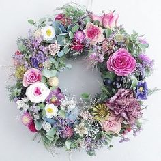 Pretty for a spring/summer wreath. Diy Spring Wreath, Holiday Wreaths, Deco Floral, Funeral Flowers, Wreath Crafts, How To Make Wreaths, Silk Flowers, Floral Arrangements, Beautiful Flowers