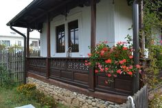 adelaparvu.com despre casa traditionala romaneasca refacuta din Prahova, Romanian traditional house, Prahova region (17) Balcony Design, Neo Traditional, Log Homes, Romania, Tiny House, House Design, Interior Design, Country, Places