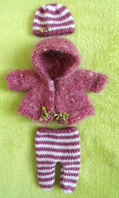 5-piece hand knitted Outfit for 8 OOAK Doll (will fit most dolls of similar size) Hand-knitted with great care and love from high quality yarn Comprising of hooded jacket, trousers, shoes and hat From smoke free home