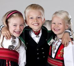 Øst Telemark bunad til jente - Almankås Crown, Instagram, Fashion, Moda, Corona, Fashion Styles, Fashion Illustrations, Fashion Models, Crowns