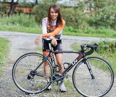 Kasia Niewiadoma pędzi po medal