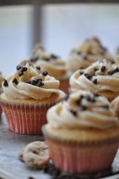 Cookie Dough Cupcakes with Brown Sugar Icing. I like how the little chips on top really make it look like a chocolate chip cookie. Cupcake Recipes, Cupcake Cakes, Dessert Recipes, Fondant Recipes, Cupcake Ideas, Baking Recipes, Just Desserts, Delicious Desserts, Yummy Food