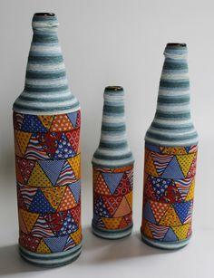Tres garrafas decorada com barbante e tecido  Ideal para decorações e presentes  Poderá ser confeccionada em outras cores