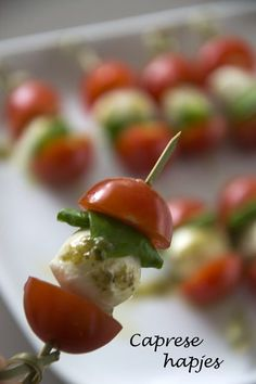 Caprese-Spieße - Brenda Cooks - Famous Last Words Healthy Meals For Kids, Kids Meals, Healthy Snacks, Healthy Recipes, Dessert Party, Party Snacks, Quiches, Fingerfood Party, High Tea