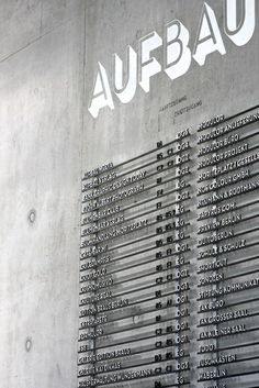 moniteurs berlin: Aufbau Haus
