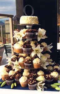 cupcakes, cakes and flowers Love Cupcakes, Wedding Cakes With Cupcakes, Cupcake Cakes, Cupcake Wedding, Wedding Venues, Wedding Ideas, Wedding Stuff, Cupcake Display, Wedding Desserts