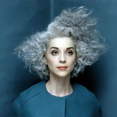 Group of: Annie Clark (St Vincent) - Silver hair St Vincent Digital Witness, Looks Style, Looks Cool, New Hair, Your Hair, Curly Hair Styles, Natural Hair Styles, My Hairstyle, Crazy Hair