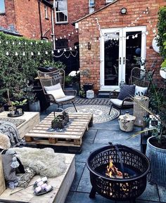 Here are the 65 perfect backyard makeup designs for your new home 2019 page 2 - Terrasse Outdoor Spaces, Outdoor Living, Outdoor Decor, Back Gardens, Outdoor Gardens, Small Courtyard Gardens, Courtyard Ideas, Balkon Design, Backyard Patio Designs