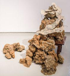 Recorrido, 2013 | Artista Ricardo Coello Gilbert | Papel, piedras y madera Dimensiones variables