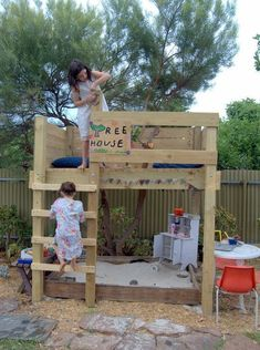 Cute little treehouse/ Sandbox combination. Possibly made out of pallets? outdoor play area for kids forts Kids Outdoor Play, Kids Play Area, Backyard For Kids, Outdoor Fun, Diy For Kids, Backyard House, Garden Kids, Backyard Patio, Forts For Kids