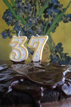 BOLO DE CHOCOLATE RECHEADO COM MOUSSE DE CREME PASTELEIRO [ANIVERSÁRIO DA FILHA] - http://gostinhos.com/bolo-de-chocolate-recheado-com-mousse-de-creme-pasteleiro-aniversario-da-filha/