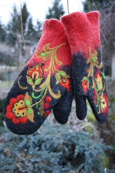 ✄ A Fondness for Felt ✄ felted craft diy inspiration - Felted Mittens- Khokhloma by IrinaU on Etsy Knit Mittens, Mitten Gloves, Nuno Felting, Needle Felting, Vintage Gloves, Wool Applique, Felt Art, Felt Crafts, Arts And Crafts
