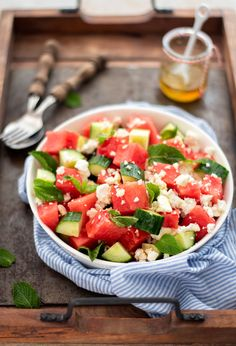 Watermeloen salade met feta, komkommer en munt. Lekker voor bij de BBQ of een snelle zomerse maaltijd. #recept #salade Healthy Diet Recipes, Lunch Recipes, Salad Recipes, Cooking Recipes, Cobb Bbq, Barbecue, A Food, Good Food, Superfood Salad