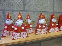 Preschool Christmas, Christmas Art, Christmas Ornaments, St Nicholas Day, Winter Festival, Theme Noel, Winter Theme, Advent, St Patrick