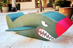 Last Minute Halloween Costume! Fast and easy war-bird costume is the perfect costume! (Diy Costume Last Minute) Last Minute Halloween Costumes, Scary Halloween, Airplane Costume, Cardboard Airplane, Bird Costume, Holidays Halloween, Diy Costumes, Craft Tutorials, Activities For Kids