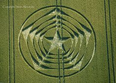 Crop Circle at The Long Man of Wilmington, Long Man, East Sussex, UK - 3 July 2014 Circle Shape, Circle Design, Crop Circles 2016, Nazca Lines, Labyrinth, Laser Art, White Horses, Flower Of Life, Patterns In Nature