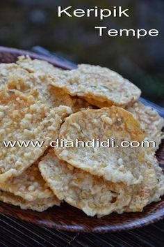 Diah Didi's Kitchen: Keripik Tempe Renyah Savory Snacks, Snack Recipes, Cooking Recipes, Diah Didi Kitchen, Indonesian Food, Indonesian Recipes, Cooking Time, I Foods, Food And Drink