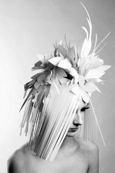 Paper hats : Alexandra Konwinski  Photo : Armelle Bouret