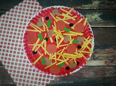 Need a fun little craft to do with the kids this week? They will love this easy Paper Plate Pizza Craft idea and you probably already have the supplies! Crafts For Kids To Make, Projects For Kids, Art For Kids, Craft Kids, Art Projects, Paper Plate Crafts, Paper Plates, Arts And Crafts Supplies, Diy Arts And Crafts